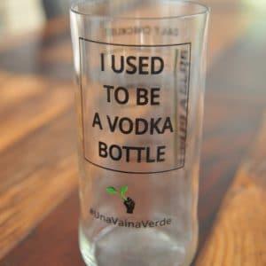 Una Vaina Verde - Vaso de Botella de Vodka 1
